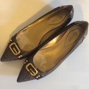 Guess pointed flats